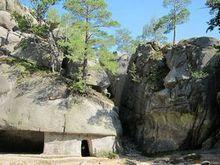 Бубнище. Скельно-печерний комплекс Скелі Довбуша